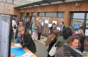Panneaux d'informations et échanges informels ont précédé l'assemblée générale de Seve. sdelannoy